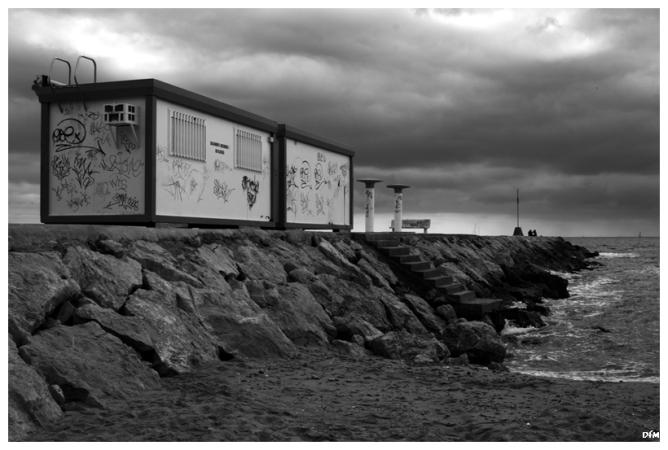 Casetes dels vigilants de la platja