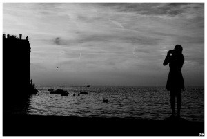 Noia fotografiant