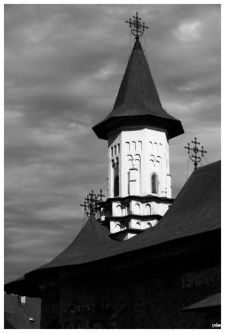 Torre d'una esglèsia pintada