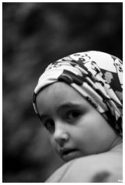Nena amb mocador